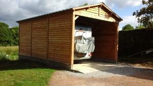 Garage camping car ouvert